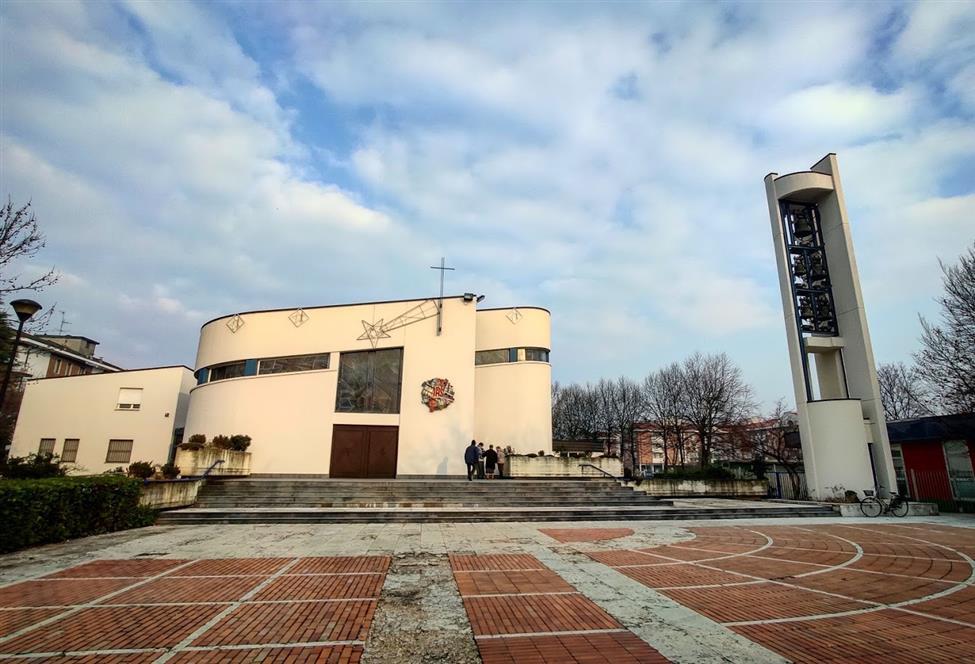 Dopo la chiesa, anche la piazza