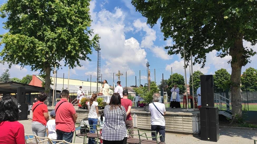 LA SANTA MESSA CON CONCORSO DI POPOLO A CERNUSCO. NUMERI E CONSIDERAZIONI